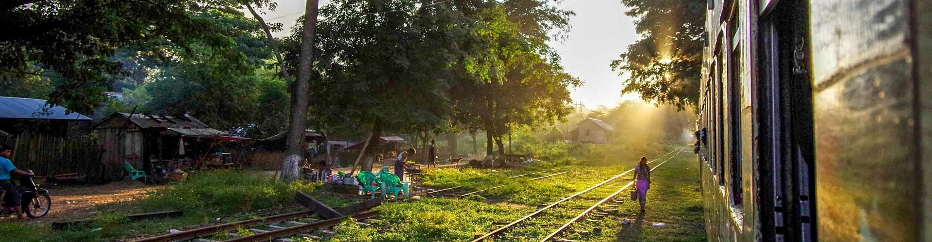 Myanmar'da Tren Yolculuğu